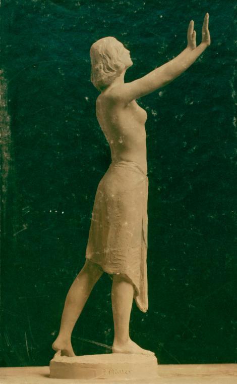 Sculpturebyanunknownartistnamedmissstdenisintheyogi