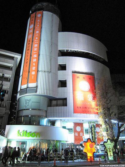 LaForet-Harajuku-Jan-01-2010-6am